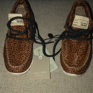 Beautiful leopard moccasins for toddlers BNWT.